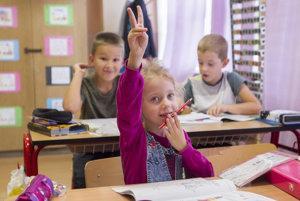 Dnes navštevuje školu na Veternicovej 188 detí.