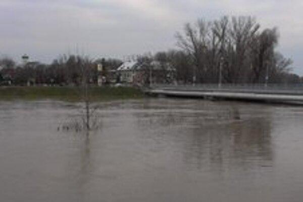 Vystúpi zasa Nitra až pod novozámocký most?