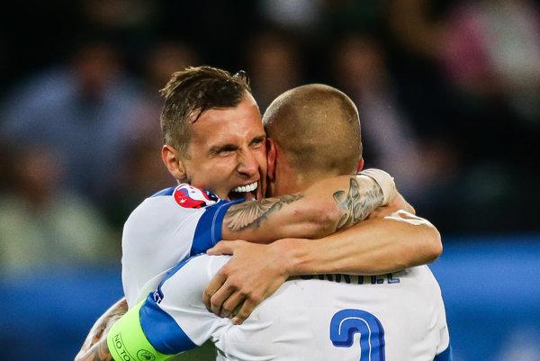 Opora slovenskej reprezentácie Ján Ďurica by mal do týždňa poznať meno nového zamestnávateľa. V hre je aj prestup jeho kolegu z defenzívy národného tímu Martina Škrtela.