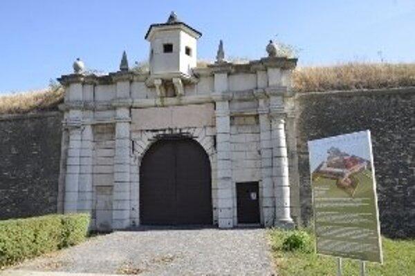 Komárňanská brána.