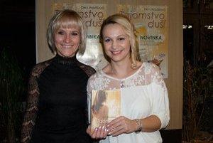 Autorka Deni Arpášová (vpravo) s krstnou mamou Máriou Kúdeľovou.
