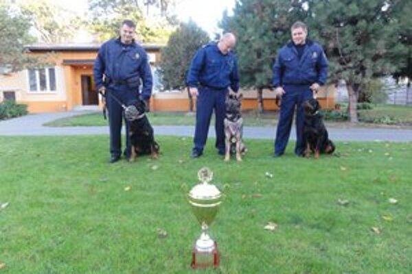 Súťažný tím mestskej polície.