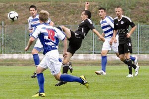 V zápase prvého s druhým pri Dunaji víťazstvo Považanov.