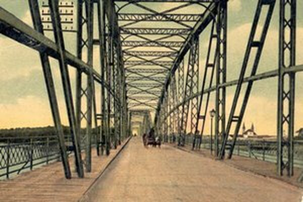 Kráľovná Alžbeta (Sisi) darovala svoje meno tomuto mostu.