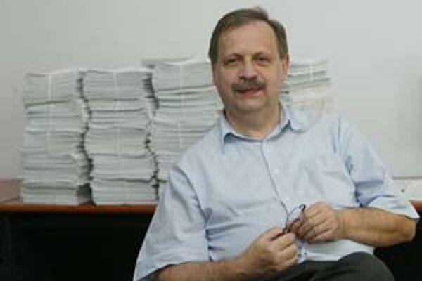 Sociológ Pavel Haulík sa narodil vroku 1951. V roku 1975 absolvoval štúdium sociológie na Filozofickej fakulte UK v Bratislave. V rokoch 1975 - 1995 pôsobil v Metodicko-výskumnom kabinete Československého a neskôr Slovenského rozhlasu v Bratislave. Od rok