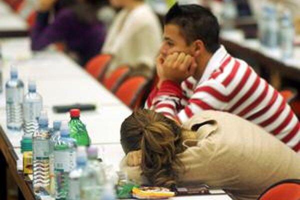 Vlaňajší maturant má radšej aspoň tri roky študovať, ako si v kríze hľadať prácu.