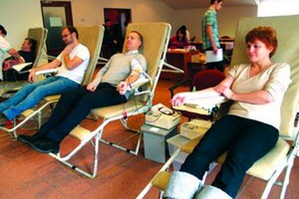 Krv darovalo takmer päťdesiat ľudí.