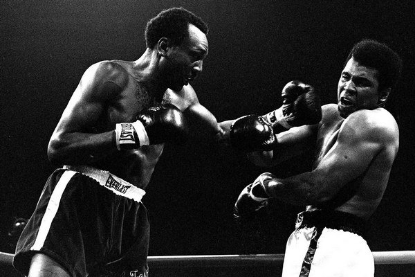 Bob Foster svoju legendárnu ľavačku uštedril aj Muhammadovi Alimu.