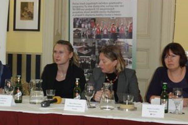 Zľava hovorkyňa Jana Hypšová, generálna riaditeľka spoločnosti Door Plantenga, správkyňa NKN Ľubica Lachká.