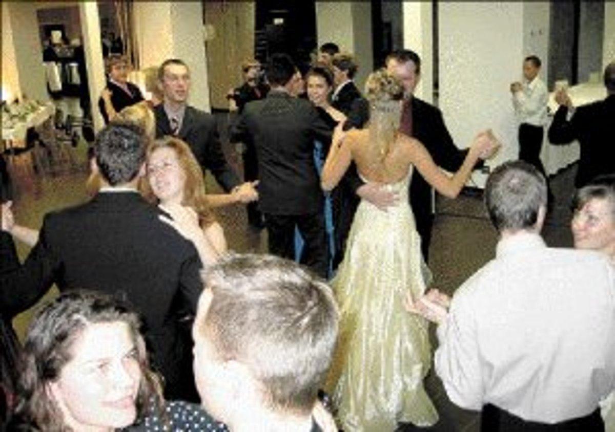 e4e4e75899ac Ak študenti ešte pred stužkovou absolvujú tanečné kurzy
