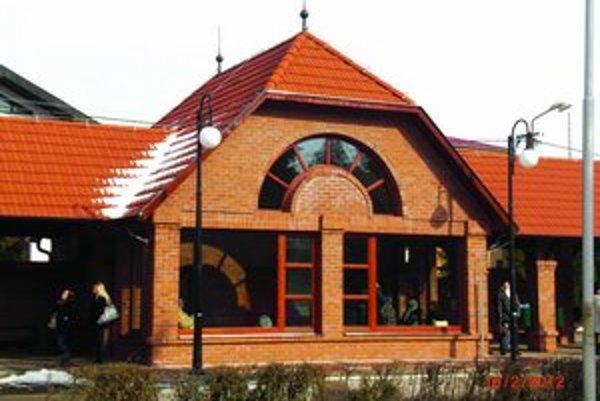 Nová budova autobusovej zastávky v Kolárove.