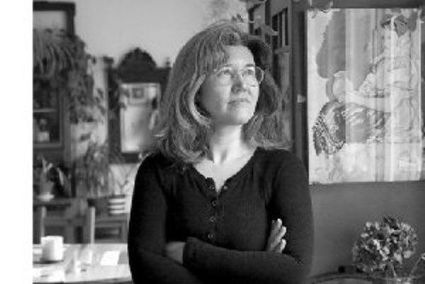 Dáša Čejková sa narodila 8. mája 1966 v Bratislave. Žije a pôsobí v Stupave. Po práci redaktorky v magazíne Harmónia sa rozhodla pre voľné povolanie žurnalistky. Svoje poviedky uverejňovala v denníkoch SME a Pravda. V roku 2003 získala v literárnej súťaži