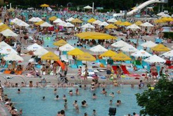 Bazén Relax v Štúrove.
