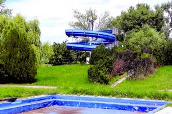 Bazény aj tobogan zostanú prázdne aj túto letnú sezónu.