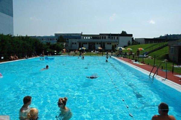 "Bazén na ""učilišti"" otvoria v sobotu, 25. júna."