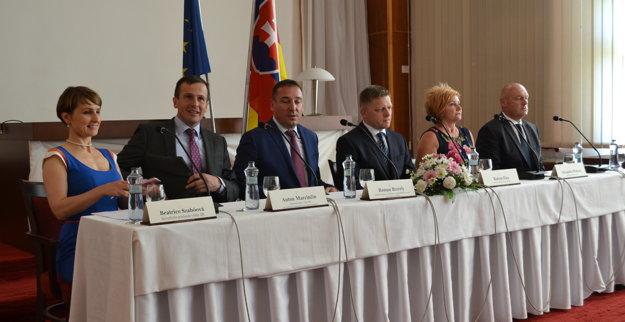 Tlačová konferencia v Lučenci.
