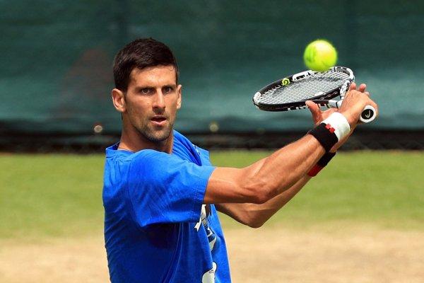 Djokovič sa už pripravuje na ovládnutie Wimbledonu.