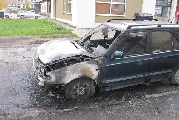 Zhorených áut v Prievidzi pribúda, ľudia sa boja o svoj majetok.