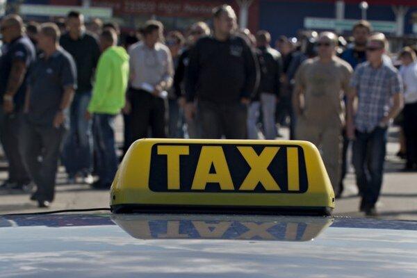 Protest taxikárov proti službe Uber, ktorý sa konal koncom septembra v Bratislave.