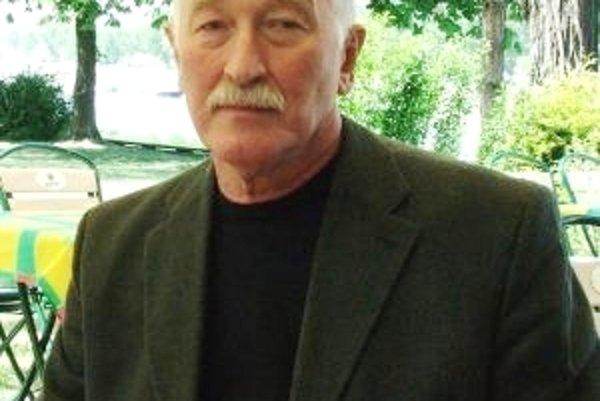 Spoluzakladal karate na Slovensku, aktívne pretekal a trénoval. Je psychológom, výskumníkom, novinárom a pedagógom. Bol poslancom FZ ČSFR, poslancom NR SR, predsedom Výboru pre európsku integráciu, predsedom DS, v súčasnosti je podpredsedom OKS, komunálny