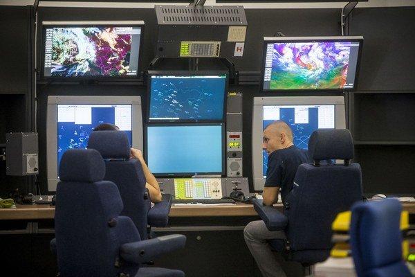 Najviac vlani na Slovensku zarobili riadiaci letovej prevádzky.