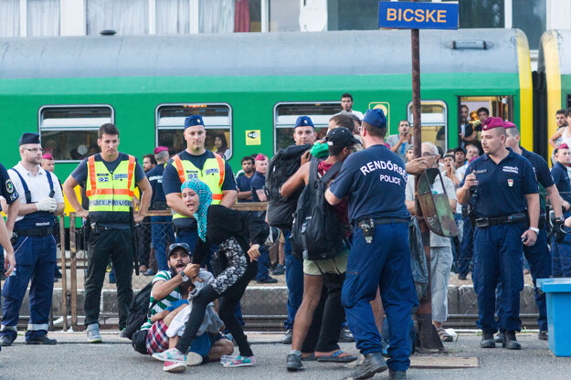 Utečenci na stanici v Bicske