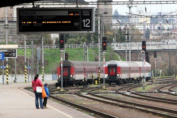 Ilustračná snímka. Víťaz tendra na poskytovanie prepravných služieb na trati Bratislava – Banská Bystrica by mal na linku priniesť lepšie služby.
