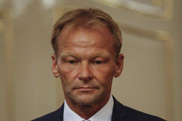 Minister hospodárstva Vazil Hudák (nominant Smeru).