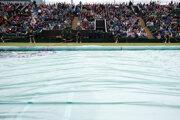 Dianie vo Wimbledone opäť komplikuje dážď.