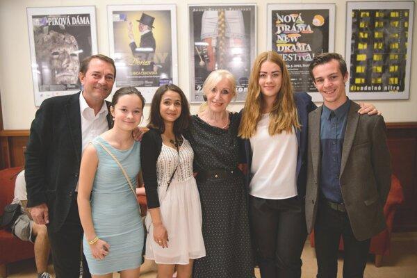 Iniciátori projektu s patrónkou festivalu Máriou Kráľovičovou a riaditeľom SKD Františkom Výrostkom