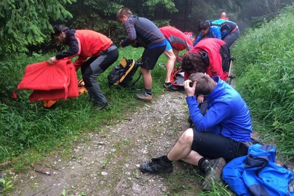 Horskí záchranári mali prácu so zraneným českým turistom.
