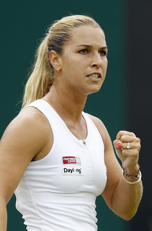 Cibulková získala proti Radwanskej prvý set. Využila hneď prvý setbal.
