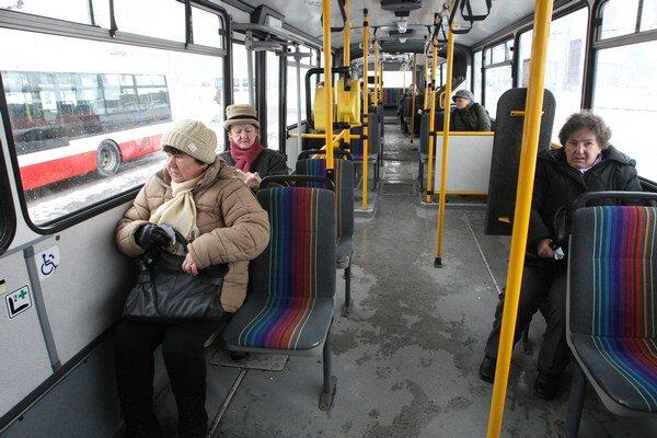 Autobusovému spojeniu Bratislavy a rakúskych obcí by mohli pomôcť peniaze z eurofondov.