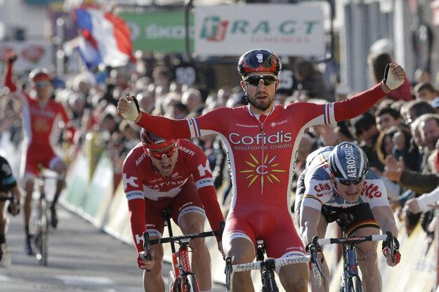 Nacer Bouhanni sa teší z víťazstva v štvrtej etape Paríž - Nice 2016.