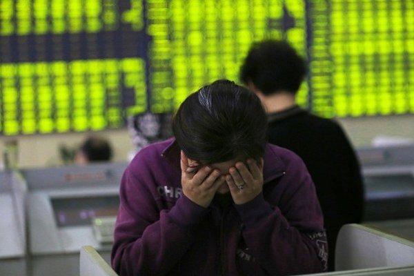 Čínsku bublinu pomohli nafúknuť aj špekulácie drobných investorov.