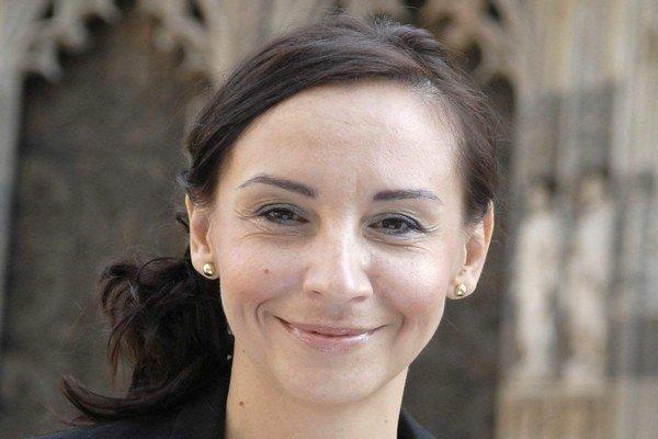 Alena Bašistová. Jediná koaličná poslankyňa, ktorá nezahlasovala za vládny program.