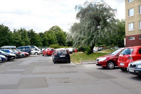 Pribudnú spoplatnené ulice. Parkovať zadarmo sa od júla nebude dať na ďalších tisíckach parkovacích miest.