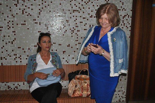Nora Mojsejová so svojou advokátkou