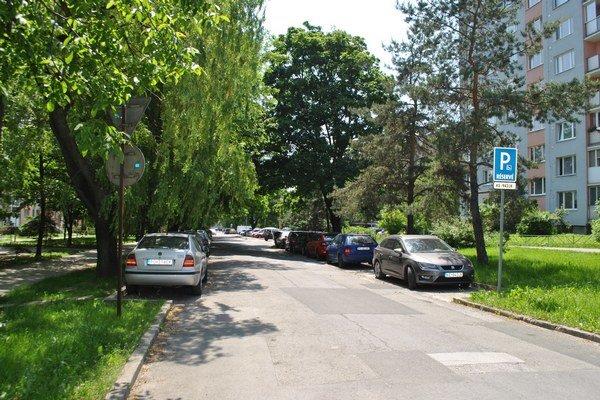 Parkovanie pred blokmi. V Starom Meste a na Juhu pribudnú spoplatnené zóny.