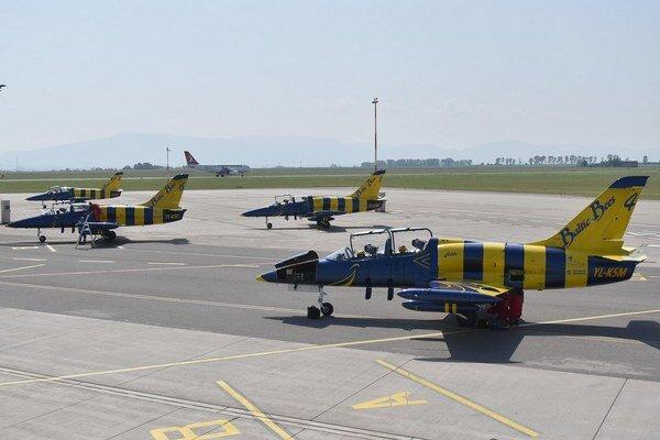 Made in Czechoslovakia. Lietadlá, ktoré používa akrobatická skupina z Rigy, boli vyrobené v bývalom Československu.