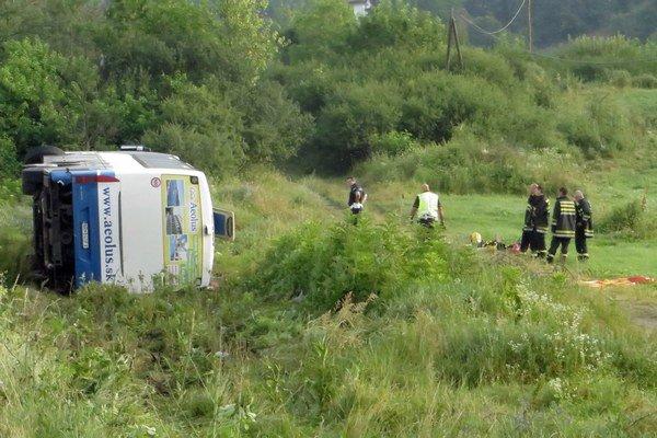Autobus smrti. Pri nehode zahynulo päť dovolenkárov.