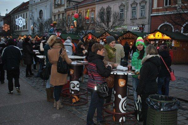 Trhy boli plné. Dotvárajú tradičnú vianočnú atmosféru.