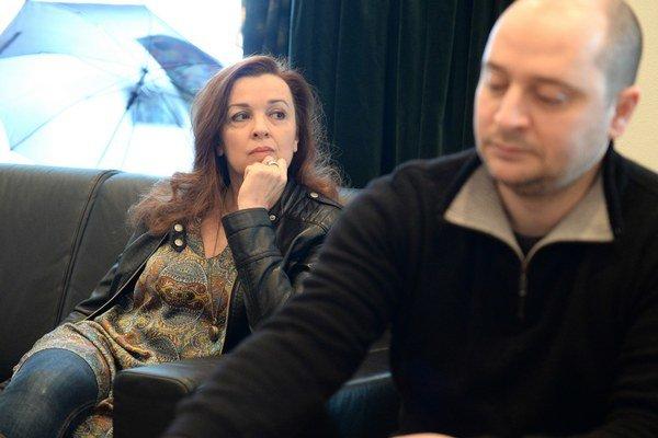 Herečka Szilvia Varga, a riaditeľ divadla József Czajlik.
