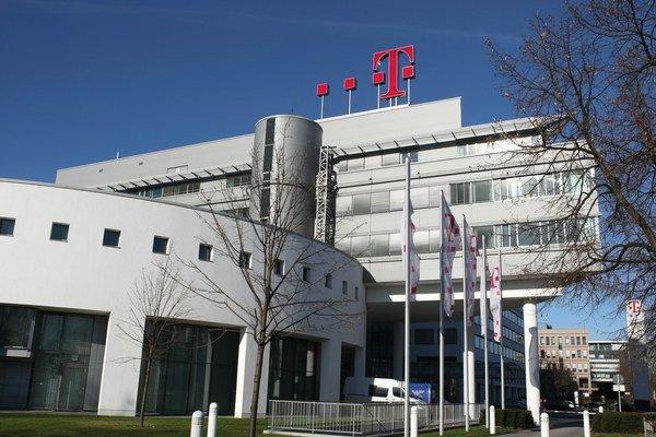 Slovak Telekom sa rozhodol zaplatiť za vypnutie rádia CDI International v 90. rokoch asi 30 miliónov eur, v prepočte na každého zákazníka v jeho mobilnej sieti je to 14 eur.