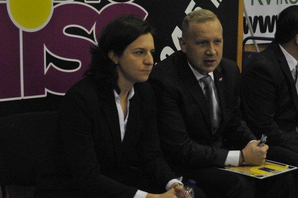 Dočasná asistentka. Ivana Jalčová po boku kouča Kováčika.
