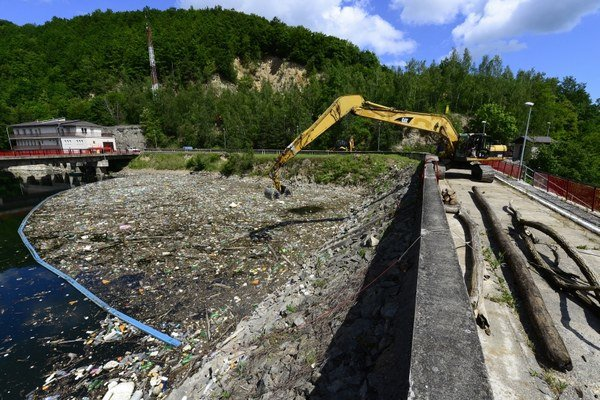 Situácia s odpadom na Ružíne je opakovane katastrofálna.