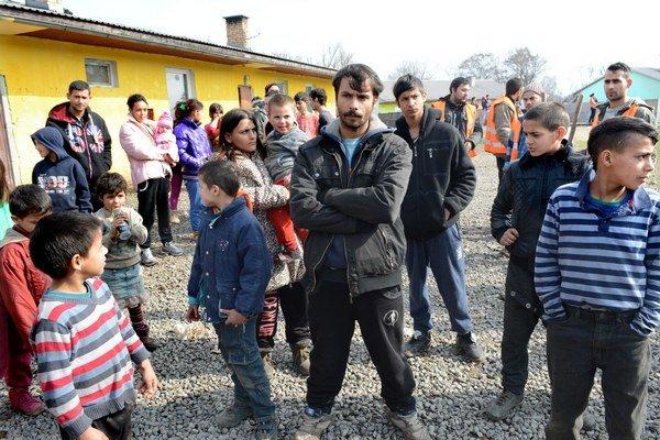 Stále neveria. Marek a Sandra (s dieťaťom na rukách) nechápu, prečo sa to stalo.