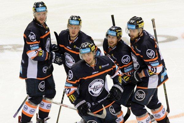 Budú sa košickí hokejisti radovať zpostupu do finále? Vceste im bude stáť skúsené mužstvo Banskej Bystrice.