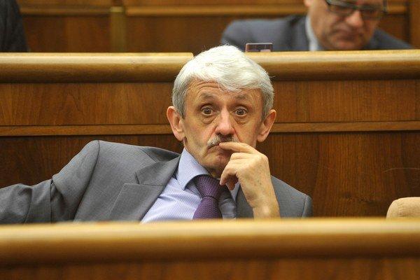 Bývalý slovenský premiér a v súčasnosti nezradený poslanec Mikuláš Dzurinda.