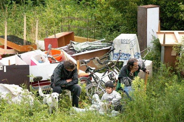 Riešili aj nelegálne chatrče. Policajti sa počas letných mesiacov pozreli aj na príbytky bezdomovcov.